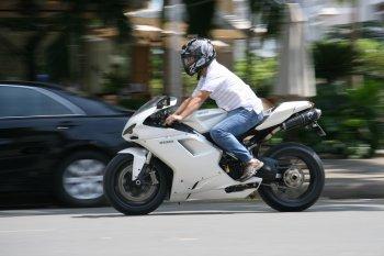Cảm nhận sportbike huyền thoại Ducati 1198 tại Sài Gòn