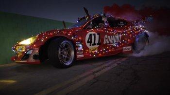 Ông già Noel đổi dàn tuần lộc lấy siêu xe Toyota động cơ Ferrari