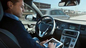 Thử nghiệm công nghệ xe ô tô bán tự lái bảo vệ người đi môtô