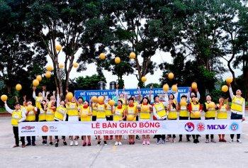 6.440 quả bóng siêu bền sẽ đến tay trẻ em có hoàn cảnh khó khăn tại Điện Biên