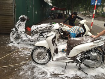 Từng bước bảo dưỡng xe máy chơi Tết