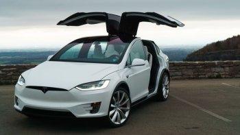 Xe Tesla có khả năng dự đoán được tai nạn trên đường