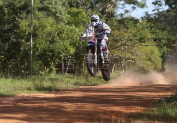 Dakar Rally 2017: De Soultrait về nhất ngày khai mạc