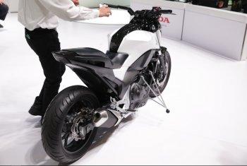 Honda khoe công nghệ Riding Assist giúp mô tô tự cân bằng