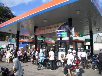 Giá xăng có thể tăng mạnh do thuế bảo vệ môi trường