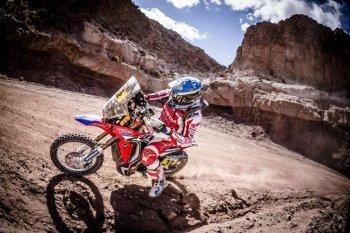 Dakar 2017 chặng 11: Sam Sunderland đặt một tay lên cúp vô địch