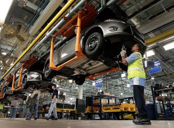 Donald Trump liên tục ép các hãng xe sản xuất tại Mỹ