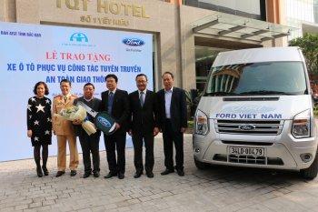 Ford hỗ trợ ATGT tỉnh Bắc Cạn bằng xe Transit