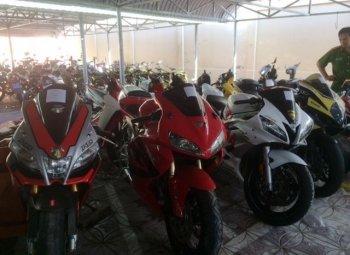 Hàng loạt xe mô tô phân khối lớn nghi ngờ nhập lậu