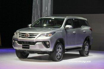 """Toyota Fortuner 2017 kêu """"cháy hàng"""" ngày sát Tết"""