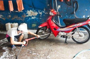 Rửa xe máy đúng cách đón năm mới