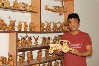 Tài hoa người Sài Gòn chế xe gỗ mô hình siêu đẹp