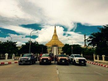 """Theo chân hội """"Thích Đi Chơi"""" Việt lái xe xuyên 7 nước (kỳ 2)"""