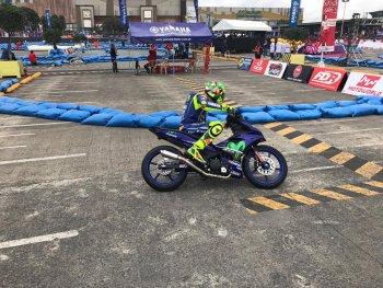 Rossi và Vinales biểu diễn với xe Yamaha Exciter tại Philippines
