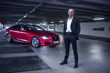 J.Mourinho nổi hứng quậy phá với xe Jaguar