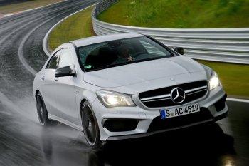 Mercedes bán hàng phá chợ ngay đầu năm mới