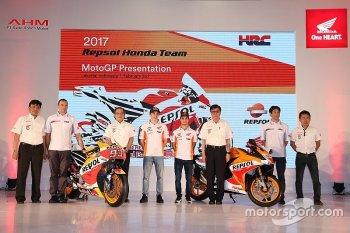 M.Marquez ra mắt xe đua mới cho MotoGP 2017