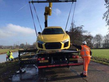 """Audi R8 V10 Plus """"ngâm nước"""" tại Hà Lan"""