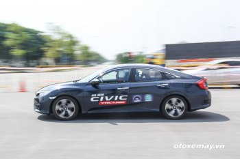 Honda Civic thế hệ mới đắt khách ngay tháng đầu tiên bán ra