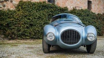 Đấu giá xế lạ hình quả trứng của Ferrari