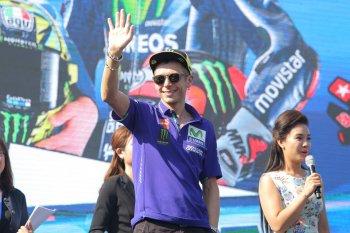 Khán giả Việt chơi đùa với các tay đua MotoGP