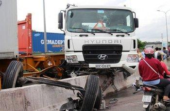 Cầu Phú Mỹ được tráng nhựa để hạn chế tai nạn