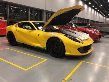 """Ferrari 812 Superfast """"lộ ảnh nóng"""" trước ngày ra mắt"""