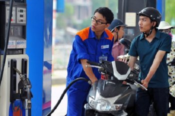 Giá xăng giảm nhẹ tênh, giá dầu tiếp tục tăng