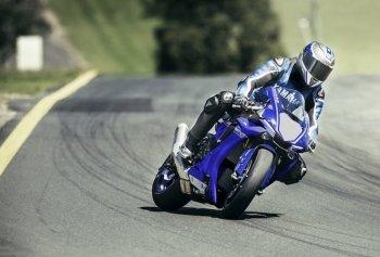 Yamaha R1 2017 giá tương đương từ 454 triệu lên kệ vào tháng 6
