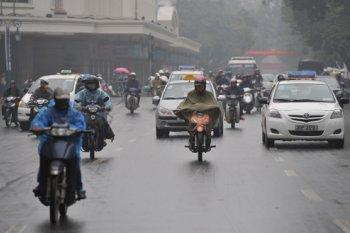 Điều khiển xe máy an toàn trời mưa phùn