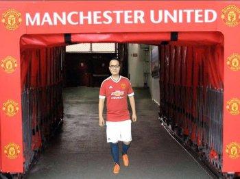 04 cổ động viên Việt Nam sẽ chơi bóng tại Old Trafford