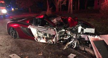 """Siêu xe McLaren 650S Spider """"nát đầu"""" sau tai nạn"""