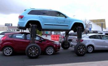 """Xe Jeep """"chân dài"""" thách thức tắc đường"""