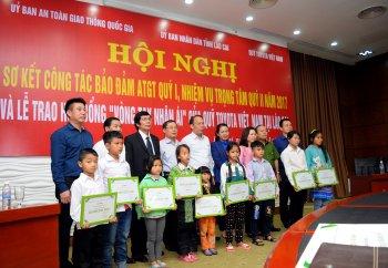 Toyota Việt Nam hỗ trợ gia đình có người bị tai nạn giao thông tại Lào Cai