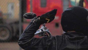 Găng tay thông minh tích hợp xi-nhan đảm bảo an toàn cho biker