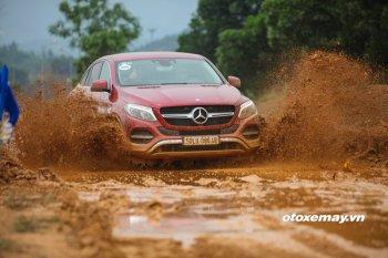 Chơi on-road và off-road cùng dàn xe sang của Mercedes-Benz