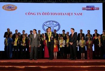 Toyota Việt Nam được vinh danh tại giải thường Rồng Vàng 2017