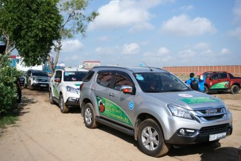 Isuzu Việt Nam khuyến mãi cho xe thể thao đa dụng mu-X và bán tải D-MAX