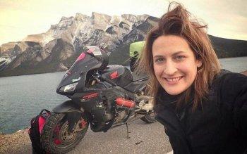 Cãi nhau với bạn trai, cô gái một mình phượt khắp thế giới trên Honda CBR