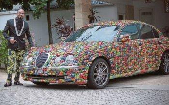 """""""Sơn"""" Jaguar S-Type bằng hàng nghìn xe đồ chơi"""