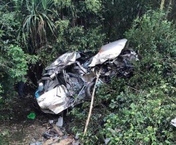 Bình Định: Ôtô bị tàu hỏa đâm văng, 4 người thiệt mạng