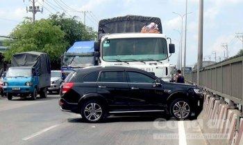 Chevrolet Captiva vững như đá khi bị xe tải đâm ngang