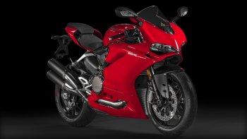 Ducati mời thử xe bên ngoài triển lãm xe máy Việt Nam