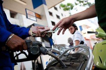 Giá xăng dầu giảm hẳn... vài trăm đồng