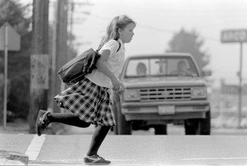 Trẻ không thể tự sang đường an toàn trước 14 tuổi