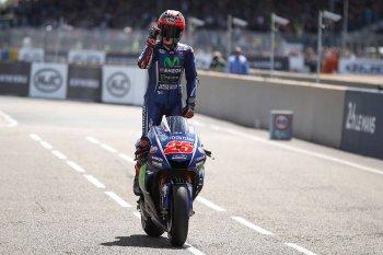 Chặng 5 MotoGP 2017: Vinales chiến thắng, Rossi ngã trước cửa thiên đường