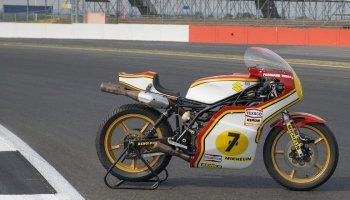 Suzuki phục chế xe đua của Barry Sheene