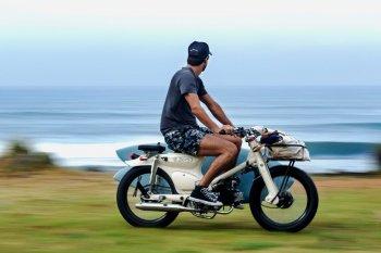 Honda Cub độ cực nhã của Deus ex Machina