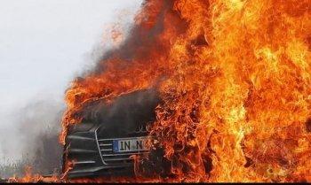 Audi A7 2019 bốc cháy ngay trên đường chạy thử