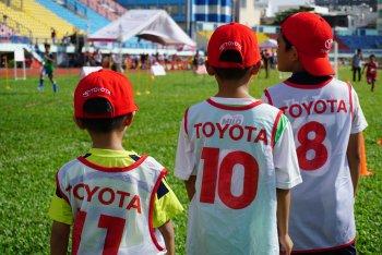 Trại hè bóng đá miễn phí cho trẻ em Việt bắt đầu